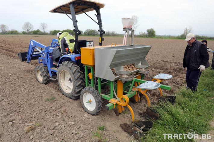 Машини за зеленчуци Двуредов картофосадач с торовнасяне за рътен картоф 2 - Трактор БГ