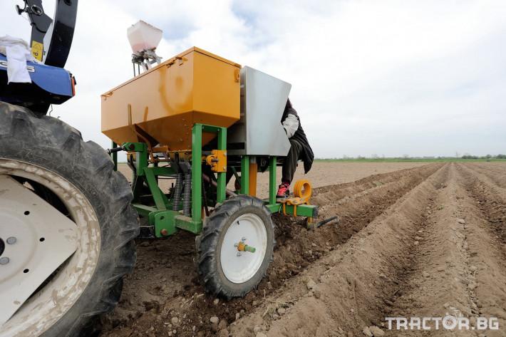 Машини за зеленчуци Двуредов картофосадач с торовнасяне за рътен картоф 1 - Трактор БГ