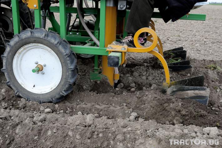 Машини за зеленчуци Двуредов картофосадач с торовнасяне за рътен картоф 7 - Трактор БГ
