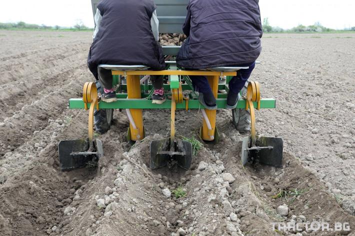 Машини за зеленчуци Двуредов картофосадач с торовнасяне за рътен картоф 8 - Трактор БГ