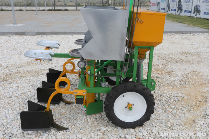 Машини за зеленчуци Двуредов картофосадач с торовнасяне за рътен картоф 9 - Трактор БГ