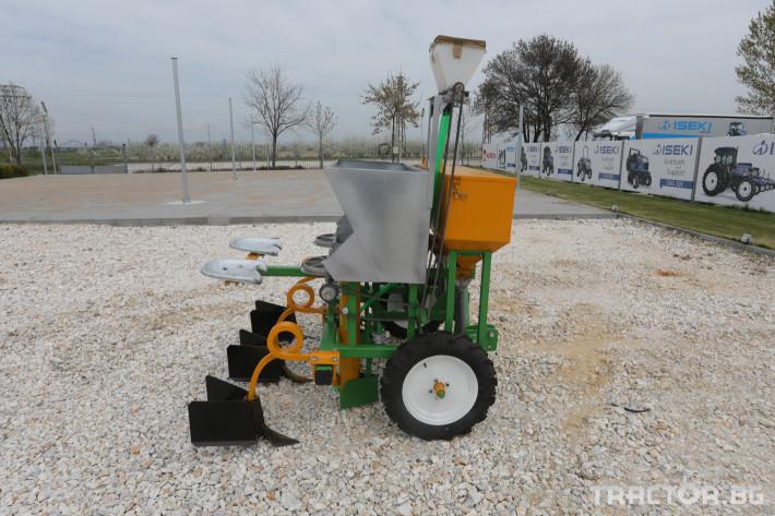 Машини за зеленчуци Двуредов картофосадач с торовнасяне за рътен картоф 10 - Трактор БГ